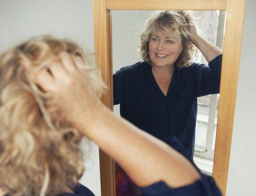 Meer houden van jezelf door spiegelwerk