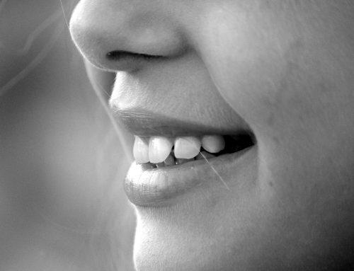 De kiezen op elkaar houden zorgt voor spanning in je lijf
